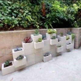 35 Wonderful Cinder Block Garden Design Ideas In Your Frontyard #betonblockgarten Wonderful Cinder Block Garden Design Ideas In Your Frontyard 06 #betonblockgarten