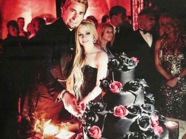 La cantante Avril Lavigne contrajo enlace con Chad Kroeger, el vocalista de la agrupación Nickelback, en una boda secreta y exótica que duró tres días y que se realizó en un castillo medieval ubicado en Cannes.