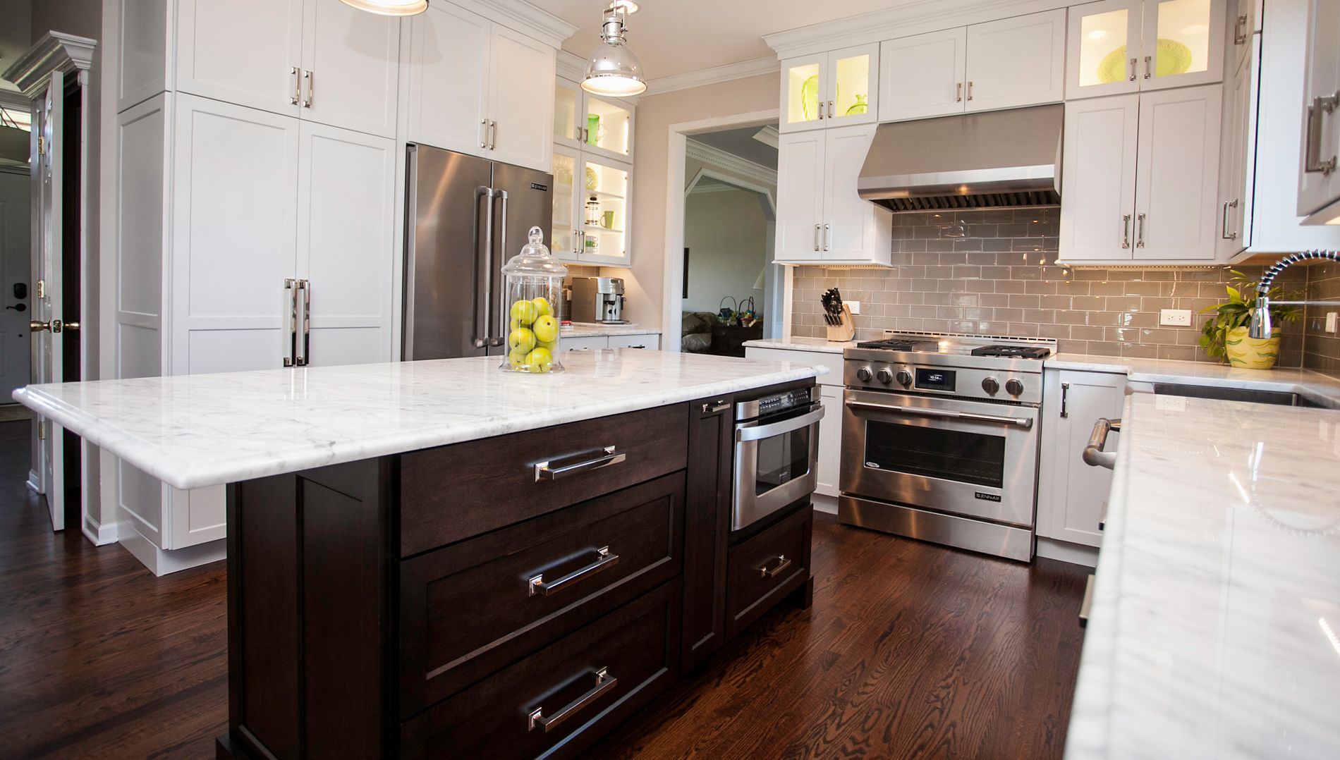 River Oak Cabinetry U0026 Design Offers Stylish Transitional Kitchen Designing  And Remodeling Services In Naperville, Aurora, And Wheaton, IL.