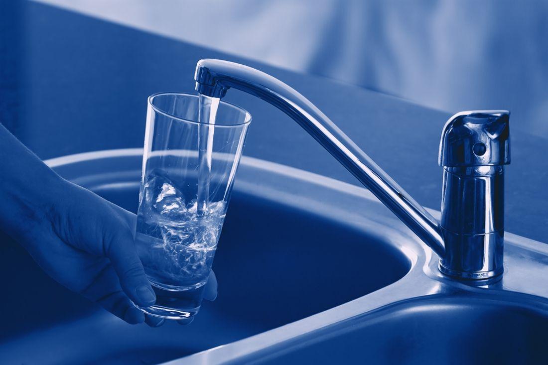 eau du robinet dans son parcours l eau se charge en l ments indispensables pour notre sant. Black Bedroom Furniture Sets. Home Design Ideas