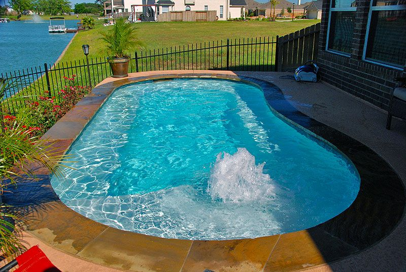 Small pool design with a tanning ledge and bubblers. Pool ...