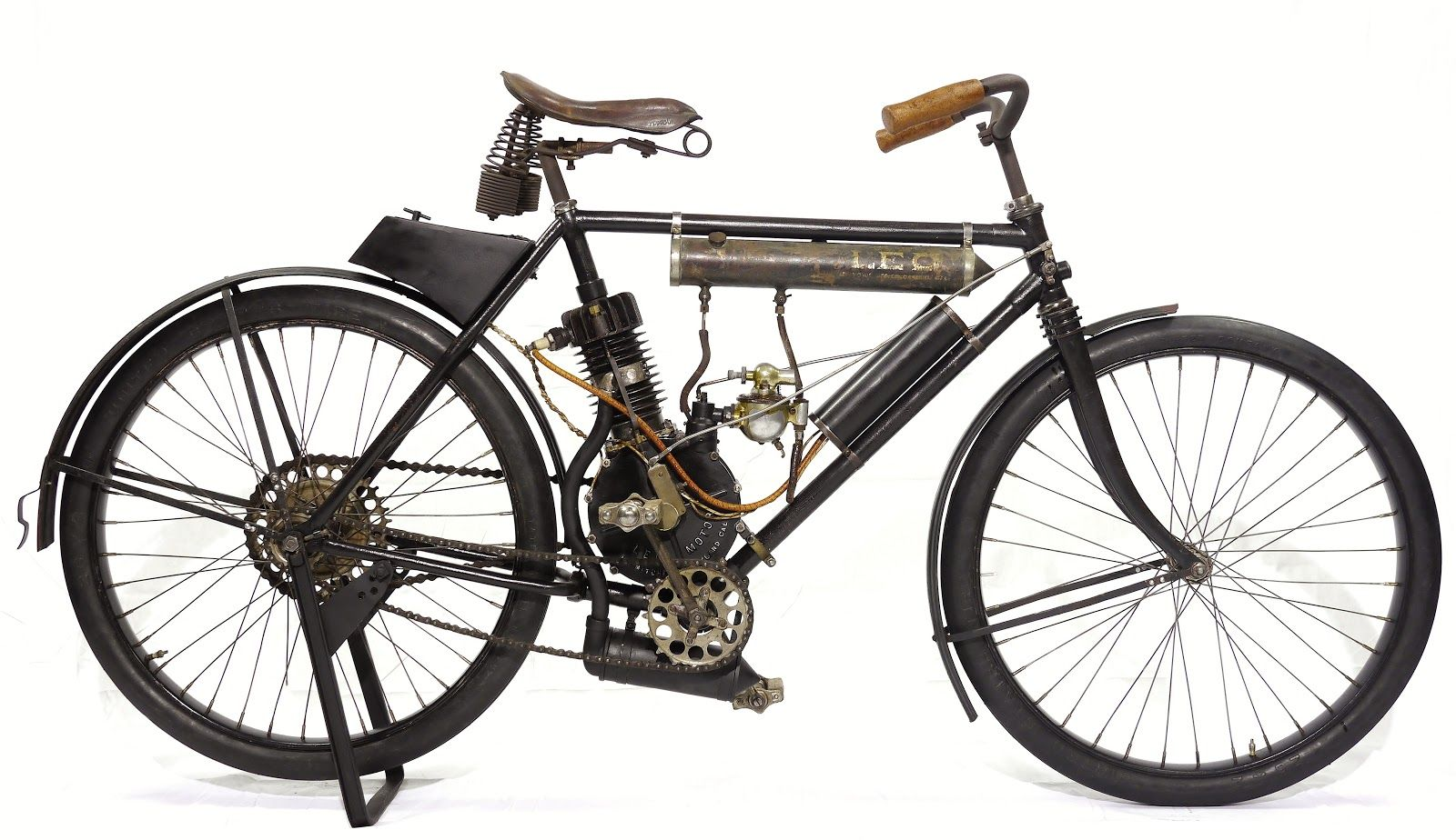 1905 'Leo' motorcycle, made in Oakland, CA; the only survivor?