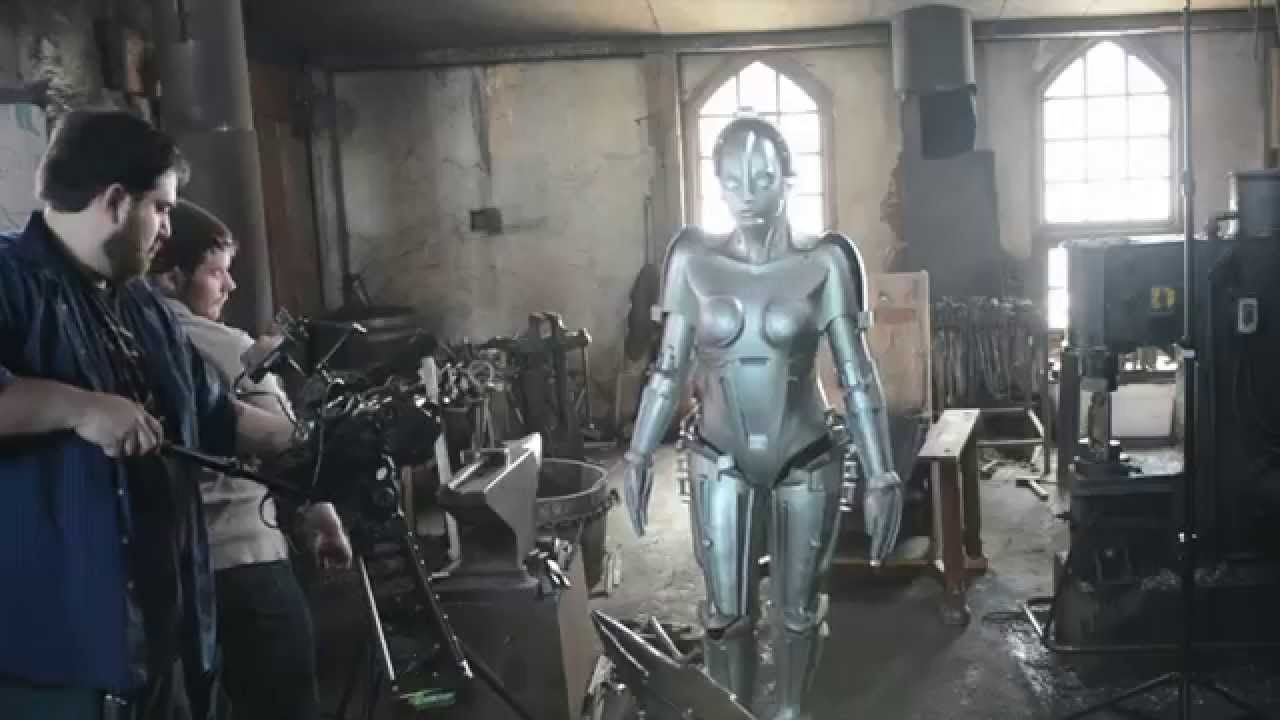 Shooting the iconic Metropolis robot costume for a short reveal video. & Rise of the Robot Maria: Der Phönix BEHIND THE SCENES | dragon con ...