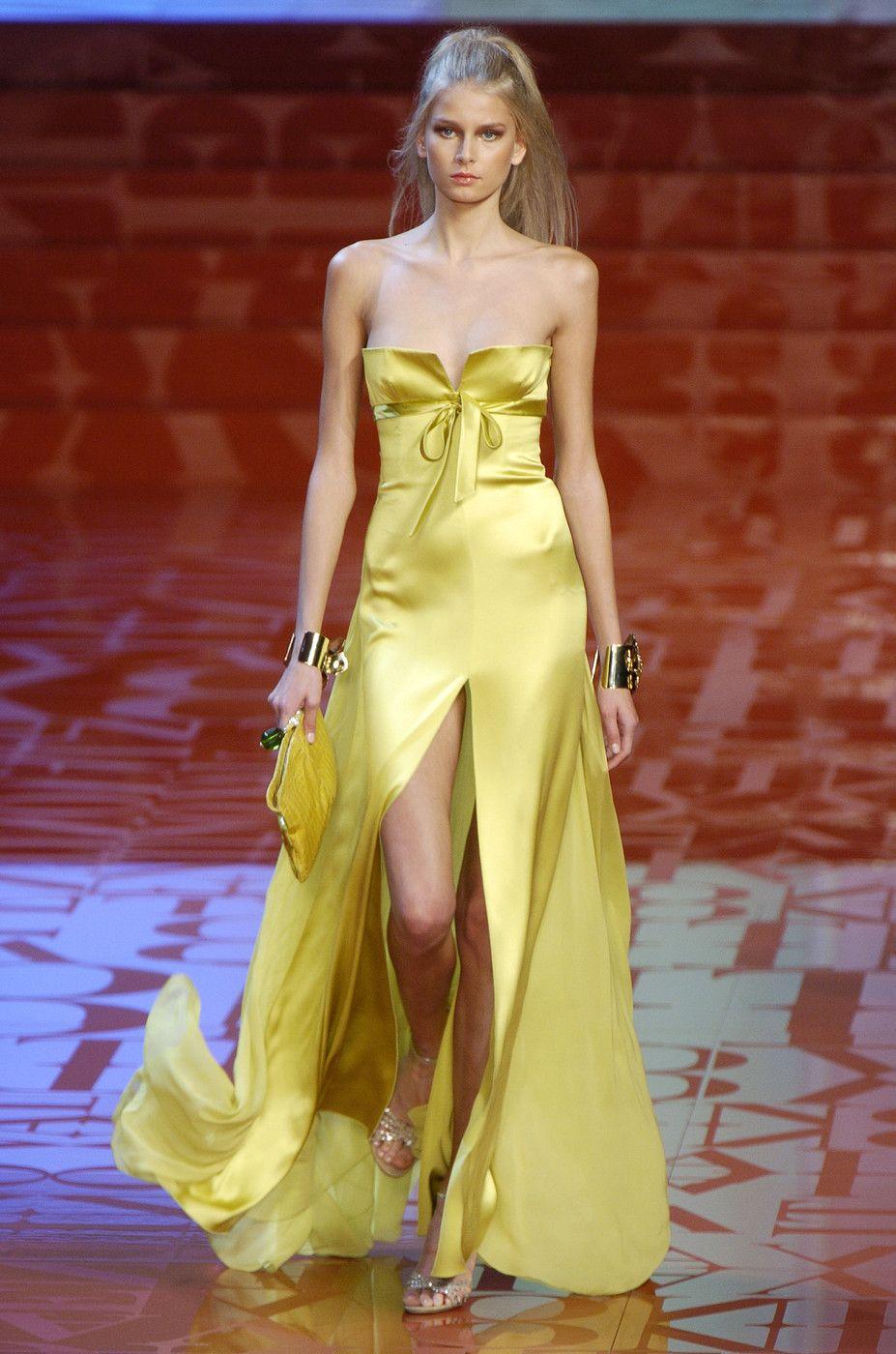 Valentino at Paris Fashion Week Spring 2005 | Fashion weeks, Spring ...