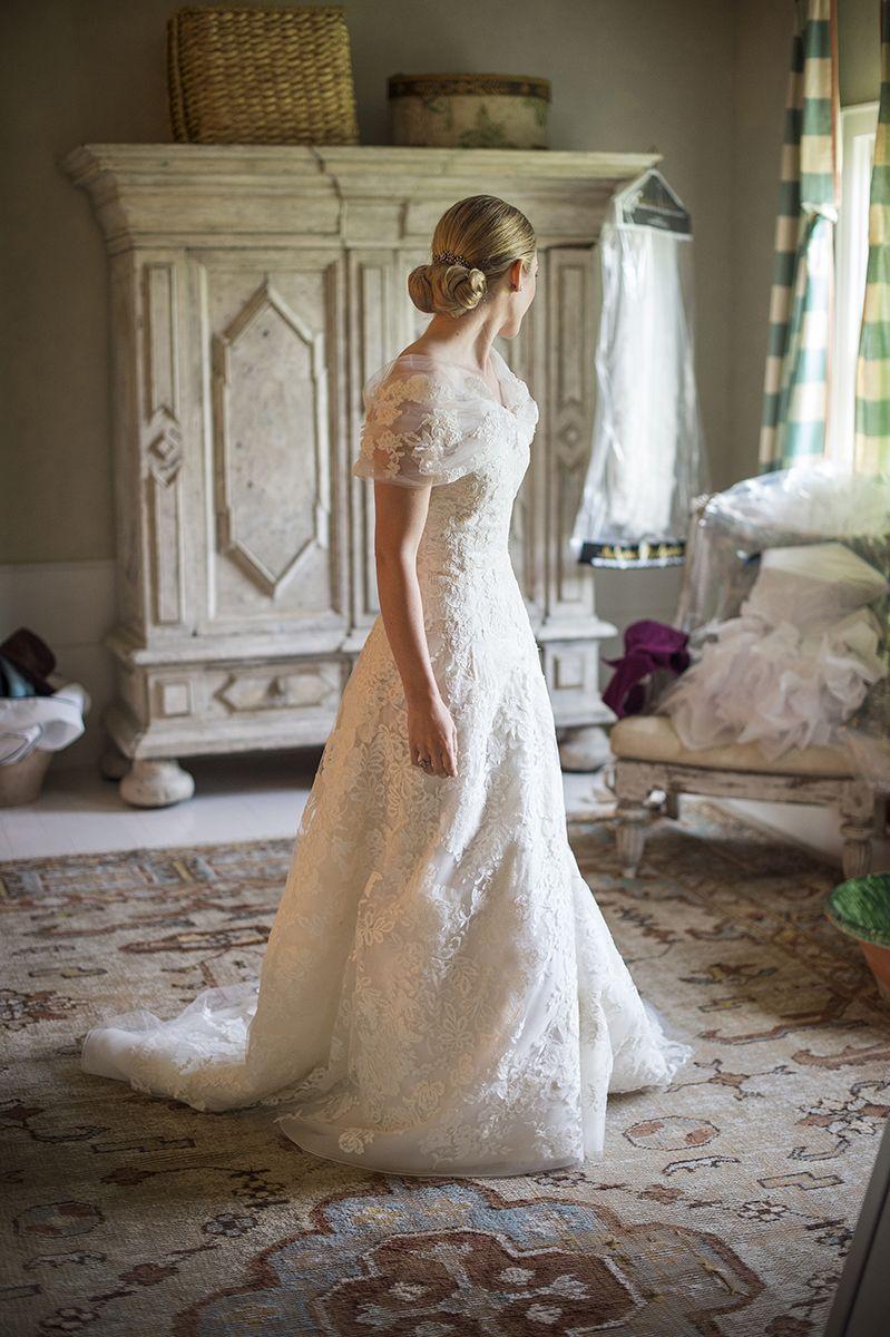 Oscar de la renta designed a timeless lace wedding dress for Oscar de la renta lace wedding dress