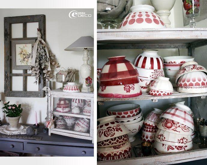 Collection De Bols Anciens Rouges Et Blancs Rangée Dans Un Garde - Garde manger meuble cuisine pour idees de deco de cuisine