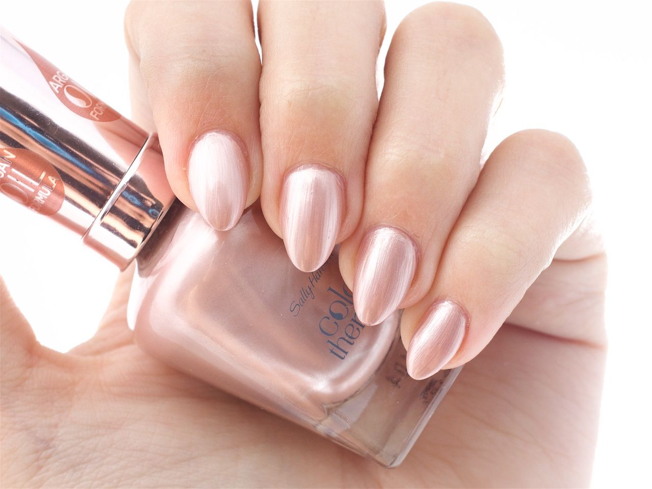 Colour therapy for marriage - Sally Hansen Color Therapy In Powder Room