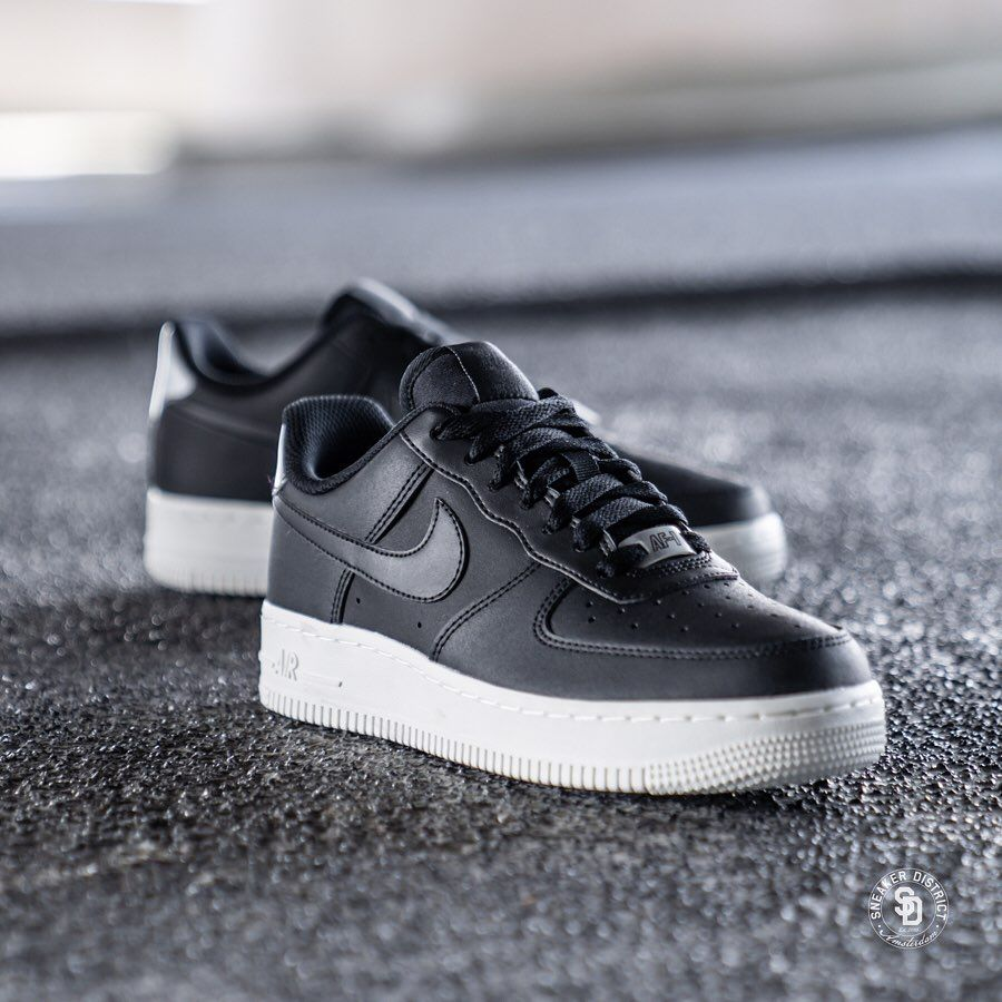 Nike Air Force 1 '07 Essential Black/Summit White. Shop