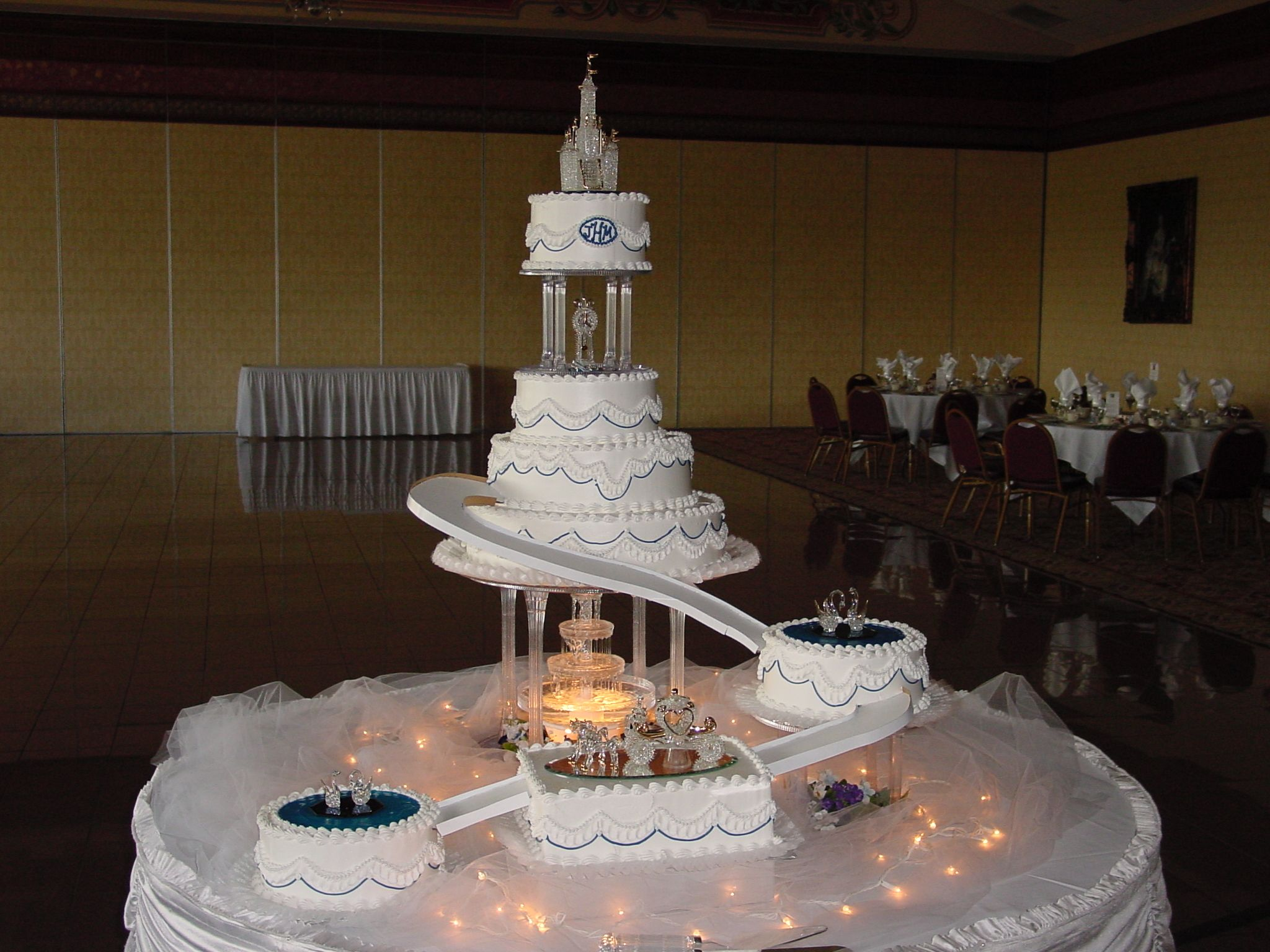 wedding cakes with fountains and stairs Big wedding