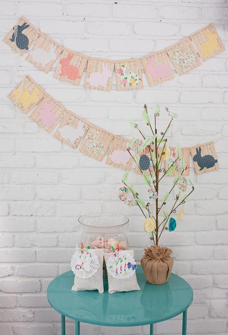 Um banner de coelhinhos amoroso e fácil de fazer para quem tem vários papeis de rascunho pela casa inteira! #diy
