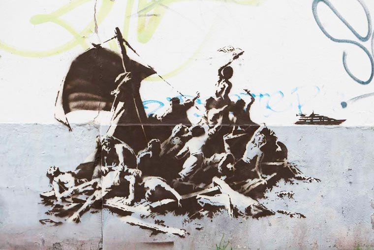 Banksy muestra 4 creaciones pro refugiados en Calais, Francia