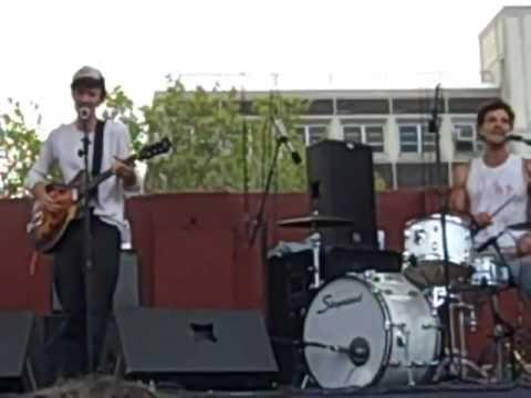 ▶ The Felice Brothers - Rockefeller Druglaw Blues - McCarren Park Pool - 8.10.08 - YouTube