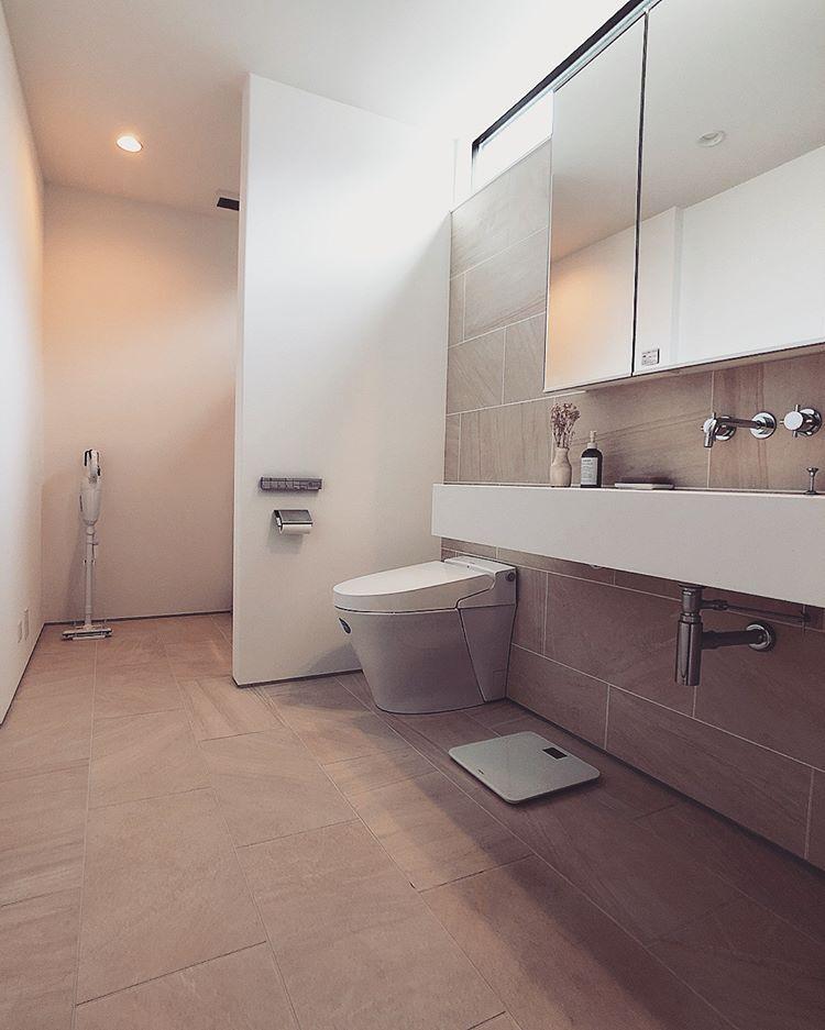 Omamiさんはinstagramを利用しています 二階の洗面スペース サンワカンパニーのミラーボックスに Aicaのスタイリッシュカウンター 壁付け水栓 壁とフロアを馬目地のタイル張りにして ホテルライクにしてもらいました インテリア カタログ 家 洗面