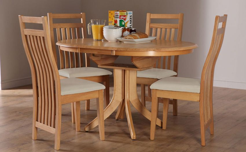 Hudson Round Oak Extending Dining Table With 4 Bali Ivory