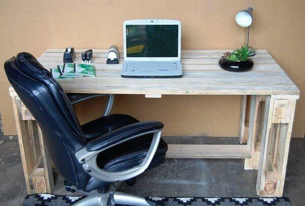 Wow very beautiful recycled pallet computer or laptop desk is shown in this picture which is made from the pure pallets and good condition pallets that is why it is shining in the picture as you can watch also. Here you can put your laptop or computer and you can perform your work easily and comfortably in your office or in your home.