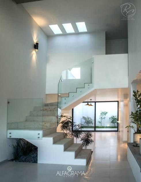 casa de m con interior moderno y elegante