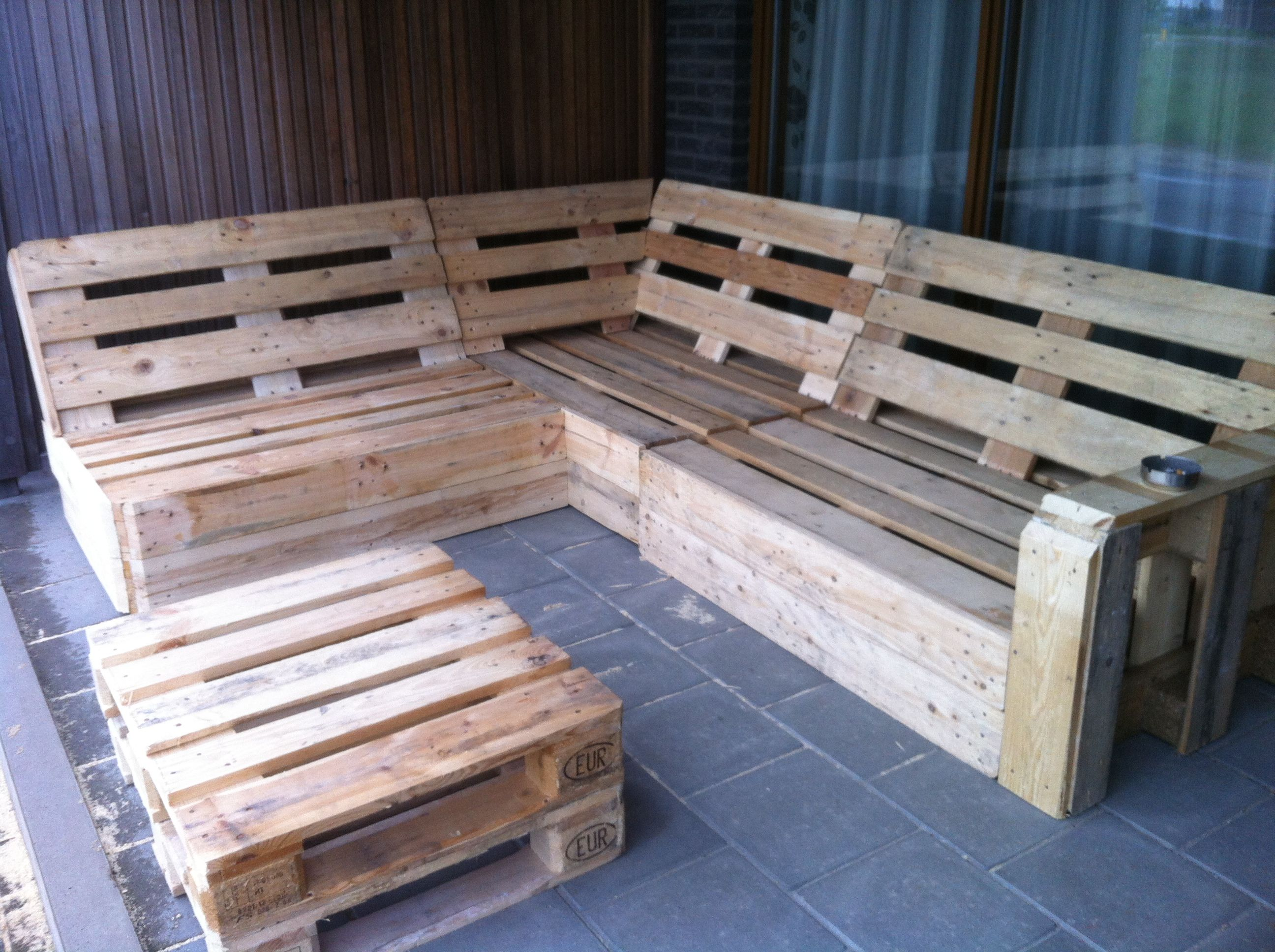 tisch aus paletten 2015 trends wohlf hl oase pinterest pallets wood design and pallet. Black Bedroom Furniture Sets. Home Design Ideas
