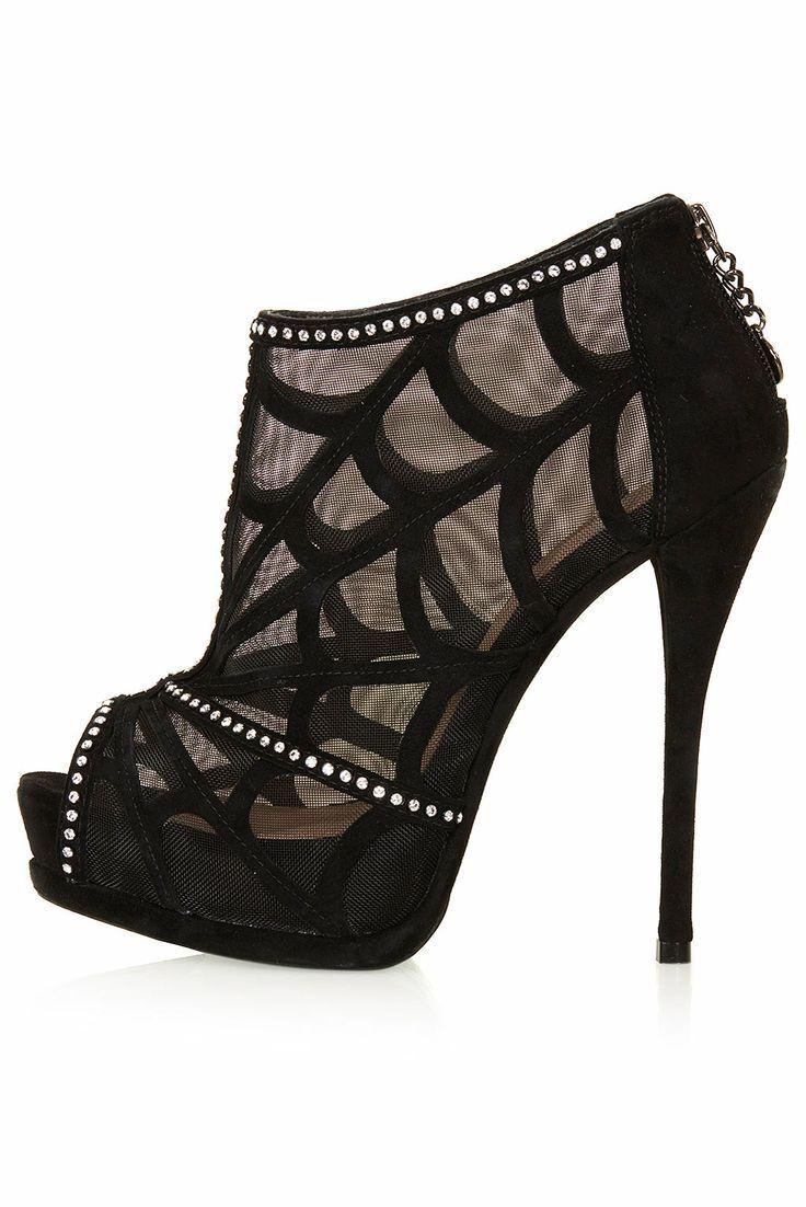 Sıradışı ayakkabılar - dantel botlar