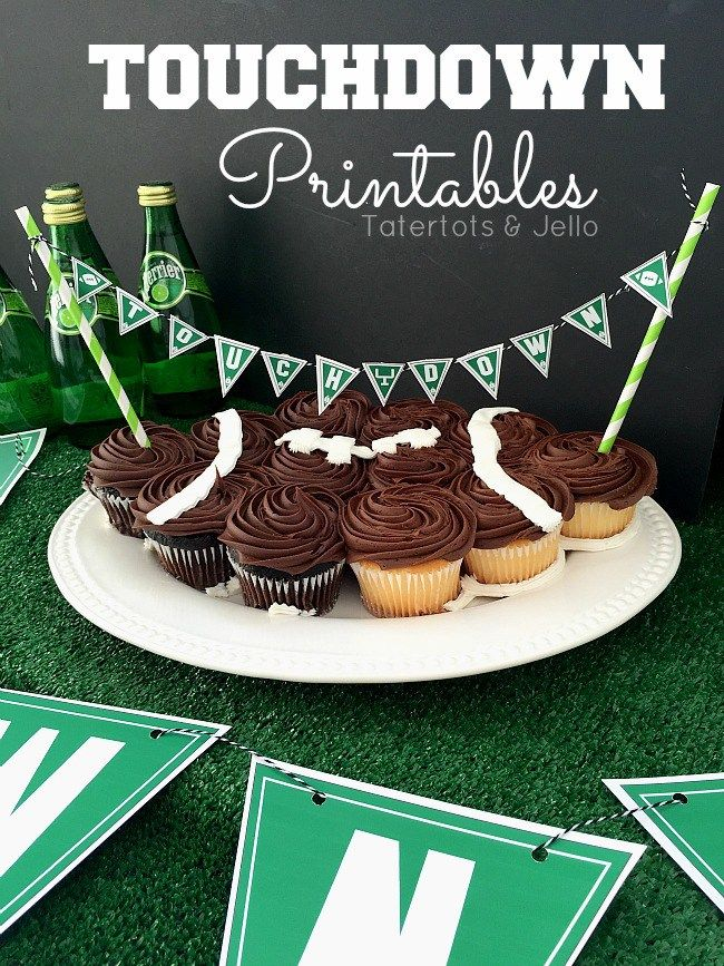 Touchdown pennants & Toppers - free printables for the super game party. Guests will love the creative signs for the food and appetizers or cupcakes.  Fun printable banner game day!