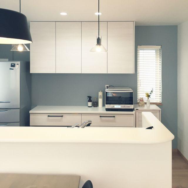 キッチン ブルーグレー 炊飯器の棚 シンプル 北欧 などのインテリア