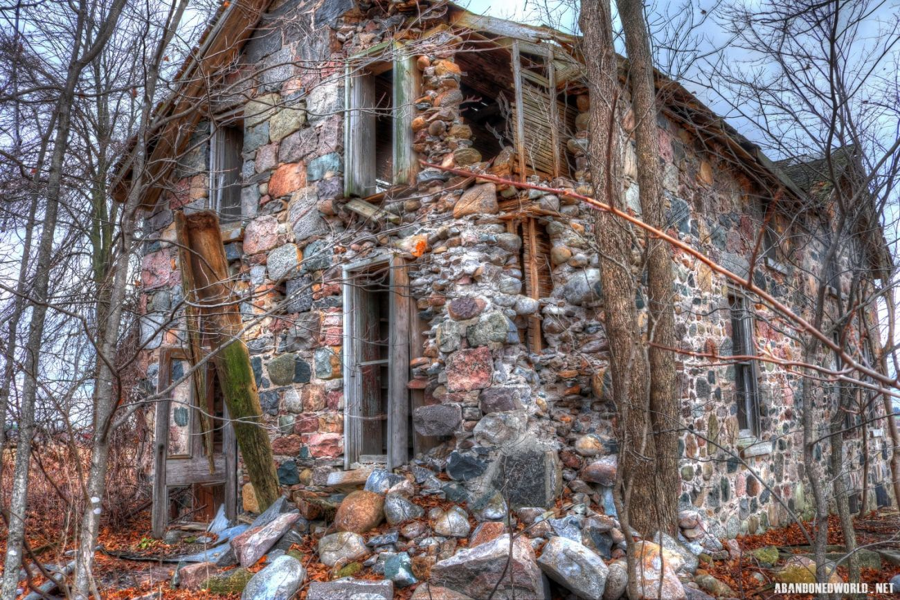 Abandoned field stone house in ontario abandoned places in ontario pinterest stone houses - The beauty of an abandoned house the art behind the crisis ...