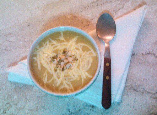 Mais uma das minhas receitas de sopas fáceis de fazer e que sustentam como uma refeição para que o estômago não reclame antes mesmo de a gente chegar à cama. Além de fibras e carboidratos bons para…