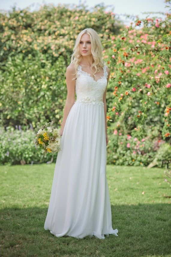 acaab6a7d4d Top 24 Wedding Dress Styles for Petite Bride-to-be