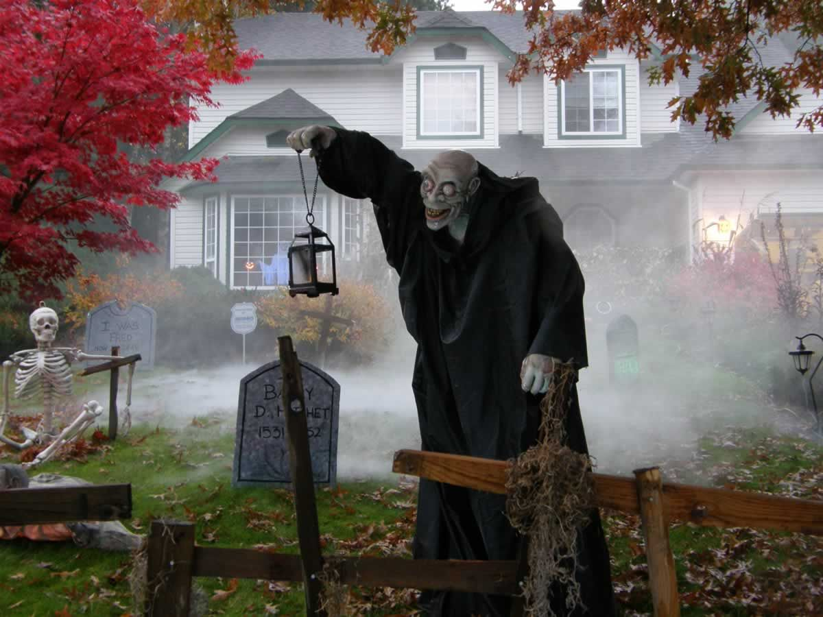 Minimalist, faux fence- halloween yard - Google Search Halloween - Halloween Graveyard Decorations