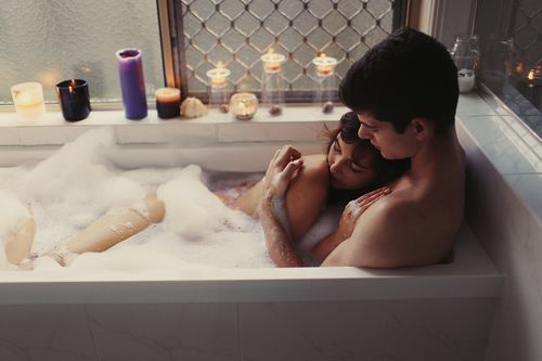 How to take a bath with your boyfriend