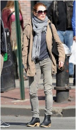 Julianne Moore Buckle Clogs Autumn Street Style Fashion