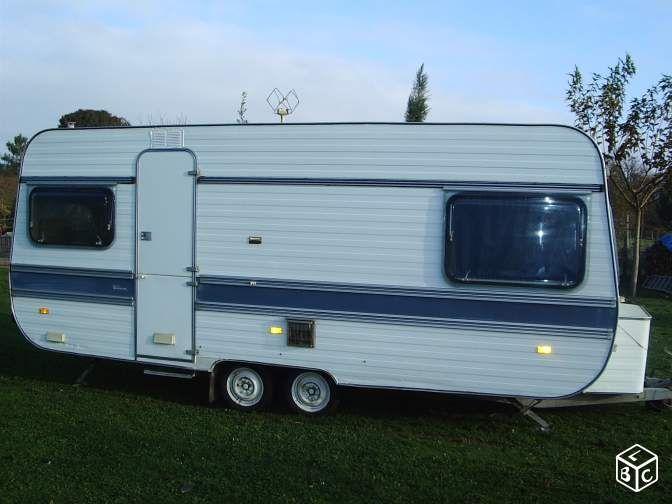 caravane adria 2 essieux des ann es 70 39 caravanes adria pinterest caravane adria caravane. Black Bedroom Furniture Sets. Home Design Ideas
