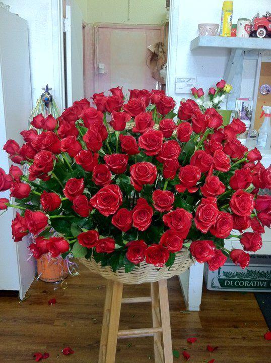 Huge Rose Basket Maybe 300 Roses My Flower Designs Rose