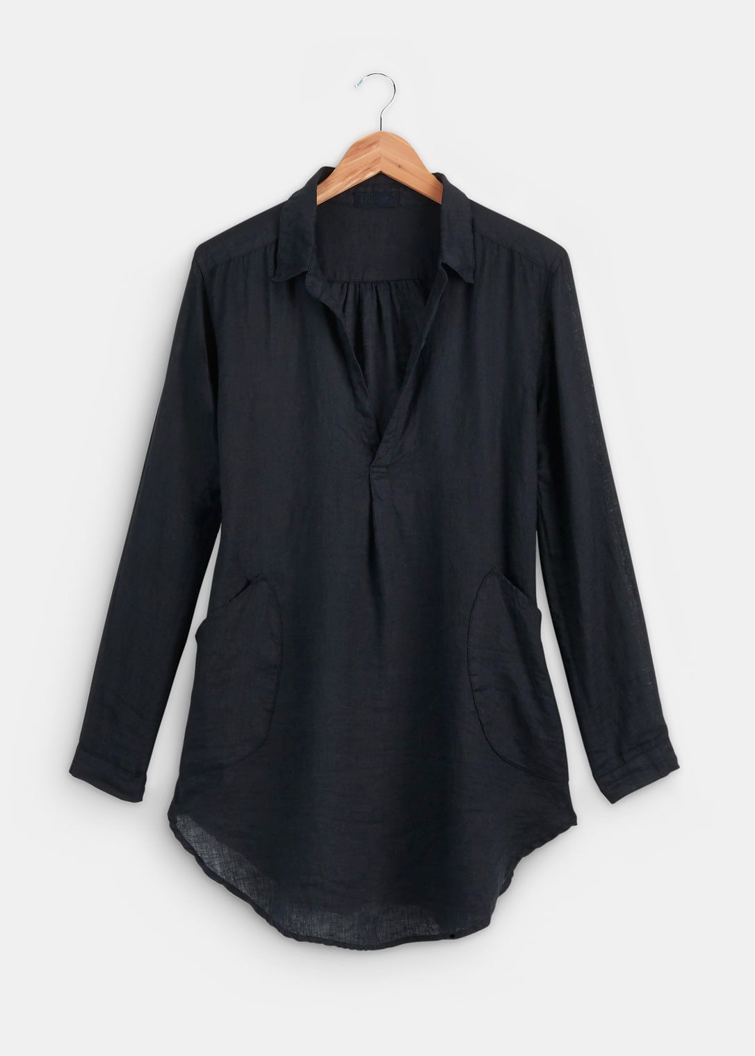 This rugged tunic riffs on the classic men's collared shirt but has some unmistakably feminine flourishes. Cut from crisp linen, it boasts a half-placket collar and sleeves that roll up with ease. Oversized pockets will hold all of your most important things (lip gloss, phone, keys, and more). Dress it up for Sunday brunch with friends by adding a low-slung belt, slim-fit jeans, and ballet flats.  100% linen Straight silhouette with a slight oversized fit True to size Machine washable…