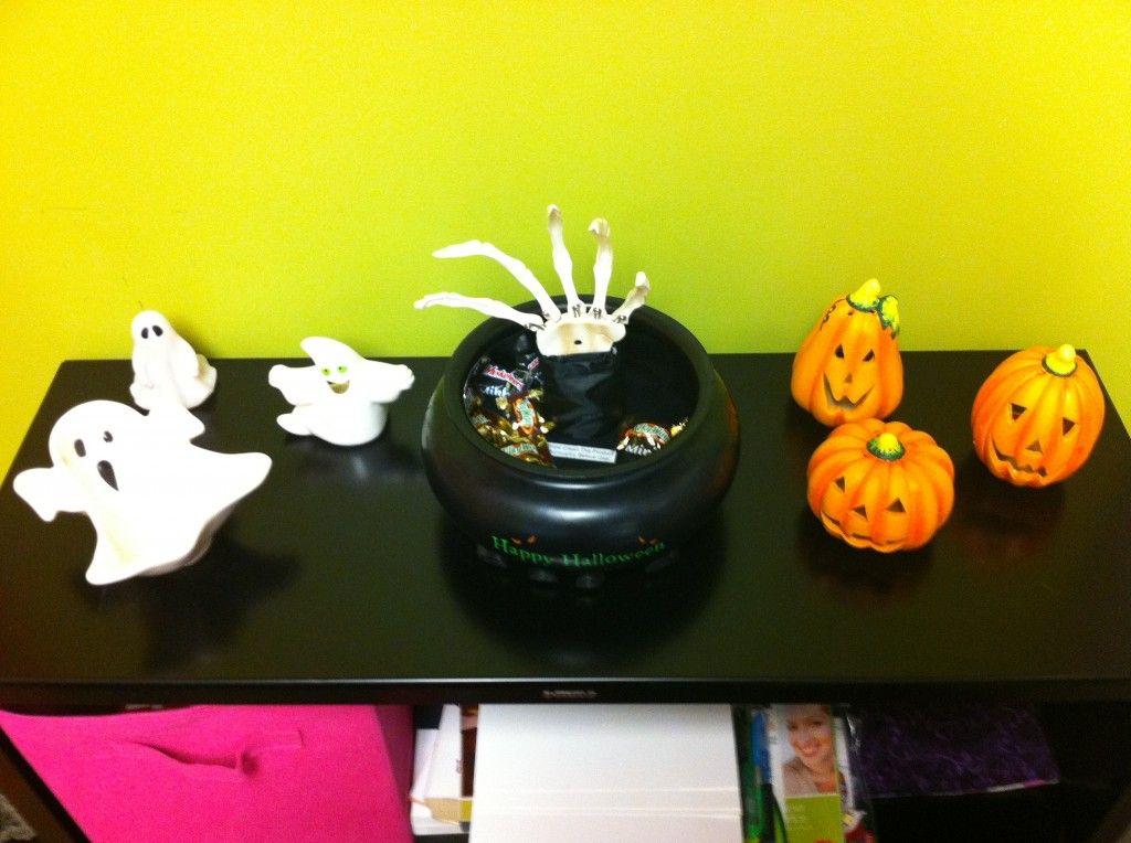 decorations for #halloween Cubicle Decoration Pinterest - halloween desk decorations
