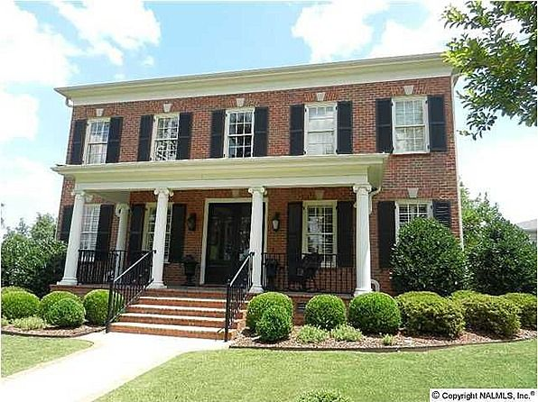 Jennifer 39 s traditional brick in huntsville houses for Colonial front porch ideas