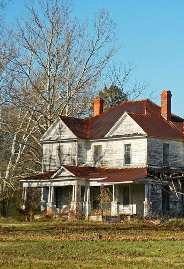 Forgotten Farm House Abandoned Farm Houses Abandoned Mansions Old Abandoned Buildings