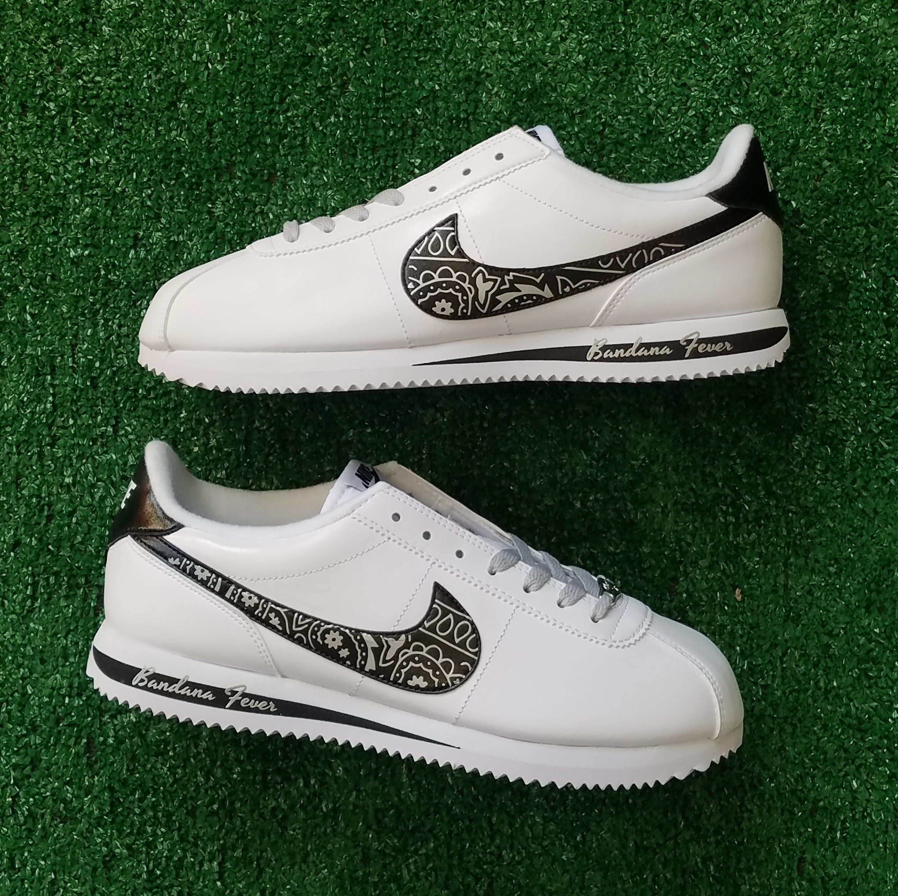 watch b4c2c ca739 Customized Nike Sneakers, Men s, White Leather, Bandana Print Metallic  Silver