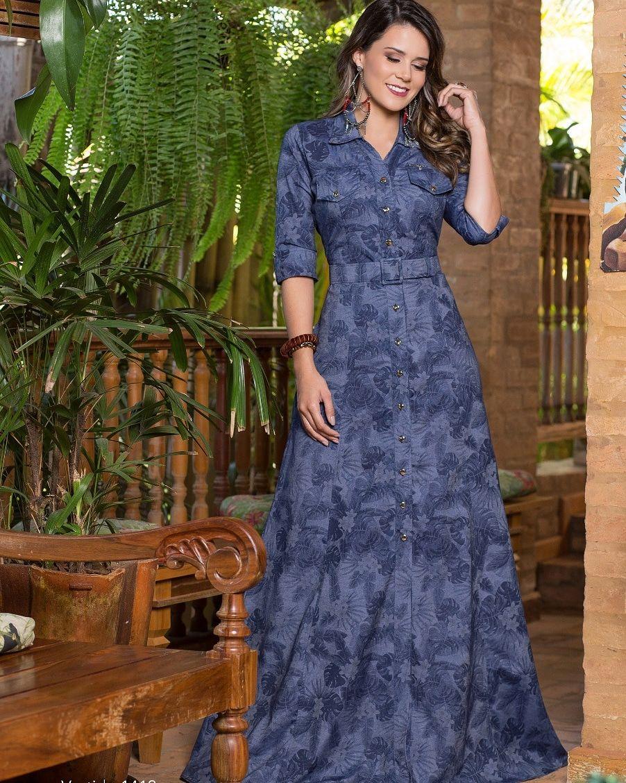 eefc9f8d73 Vestido Longo Confeccionado no Jeans Estampado floral e com manga 3 4.  Fechamento por