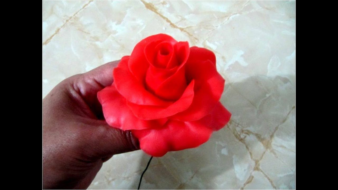Rosas rojas de porcelana fría paso a paso | Flores de arcilla polimérica,  Rosas en porcelana fria, Porcelana fria paso a paso