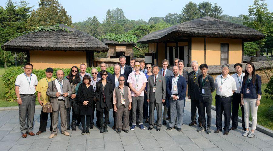 제15차 평양국제영화축전 참가자들 만경대 방문, 여러곳 참관