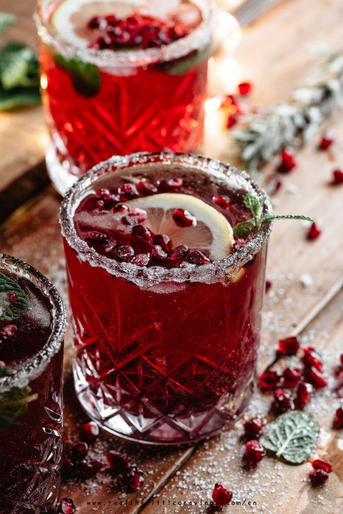 COCKTAIL WITH POMEGRANATE AND MINT #pomegranatecocktailrecipes / christmas cockt...