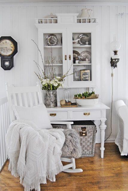 Schaukelstuhl in weiss #loberon #weiss #white Wohnzimmer - wohnzimmer weis shabby