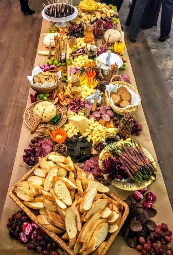 How To Create a Charcuterie Cheese Board for Christmas Appetizers and Party Foods #charcuterieboard