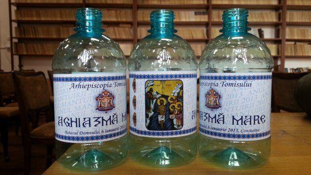 Arhiepiscopia Tomisului va pregati pentru marti, de Boboteaza, 130.000 de sticle cu apa sfintita, care vor fi impartite pe strada locuitorilor din Constanta