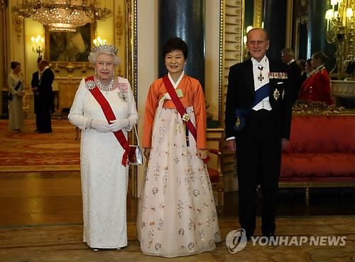 Park-gets-down-to-business-in-Britain-after-splendid-royal-welcome.jpg (500×369)