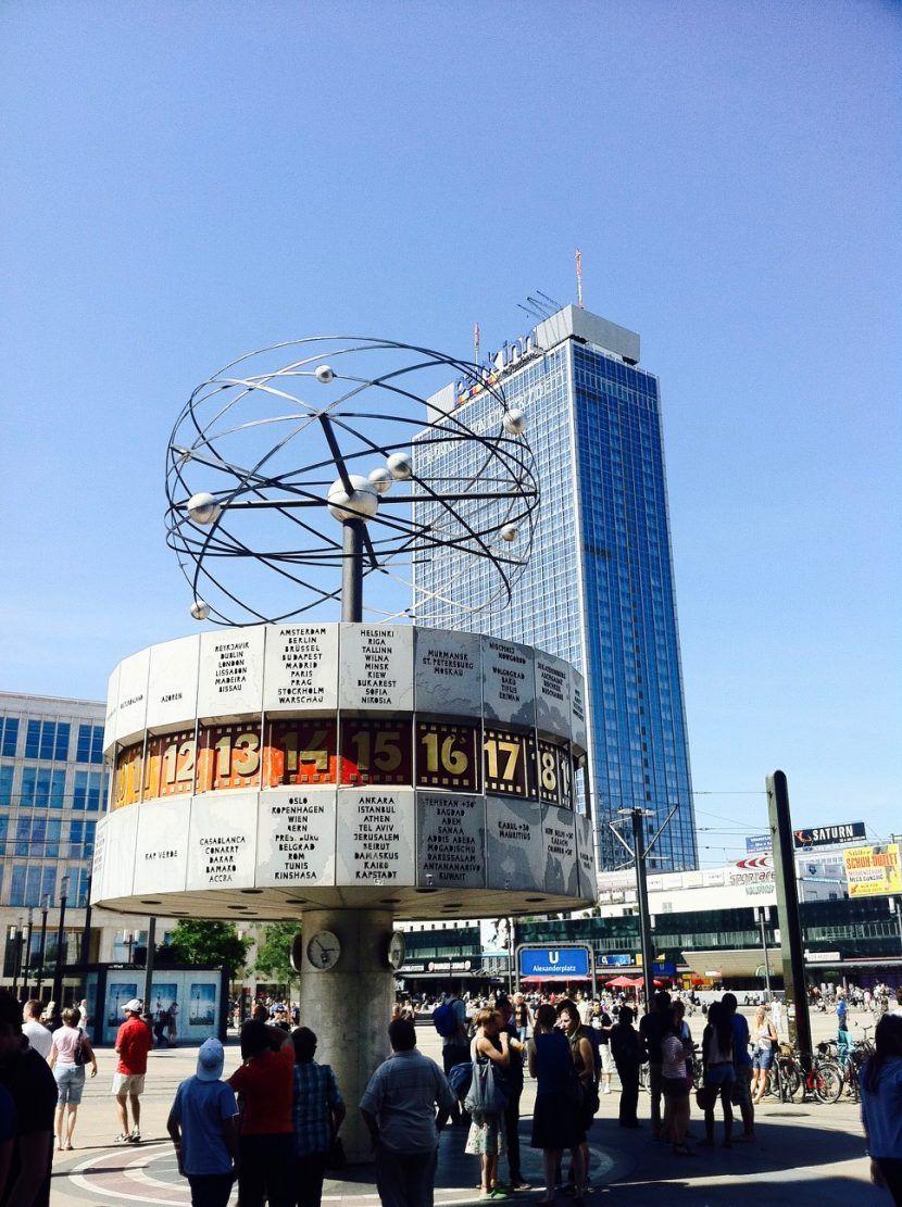 Weltzeituhr Auf Dem Alexanderplatz Berlin In 2020 Berlin Fernsehturm Hackesche Hofe