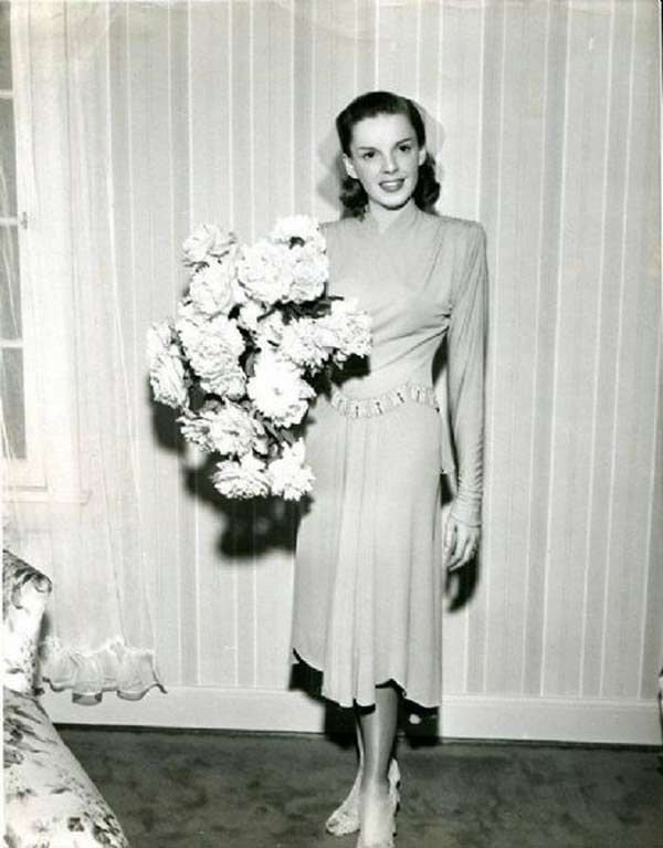 1940s Wedding Dresses: Gowns, Trends & Pictures - Judy Garland ...