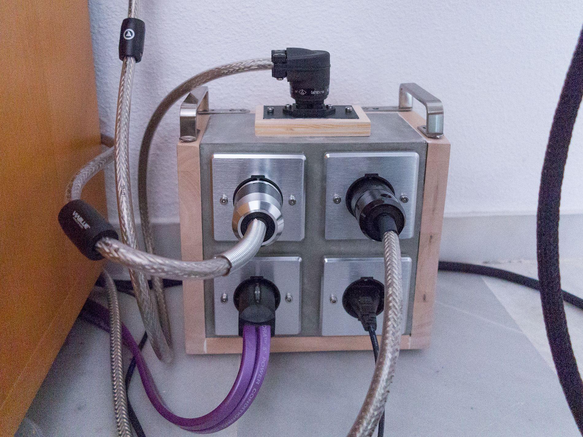 Cemento y cables... 324bc18033f9dc52be25deda1798079d