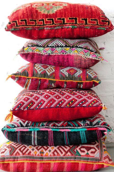 bunte kissen damit man auch gem tlich auf dem boden sitzen kann boho happy hippie in 2018. Black Bedroom Furniture Sets. Home Design Ideas