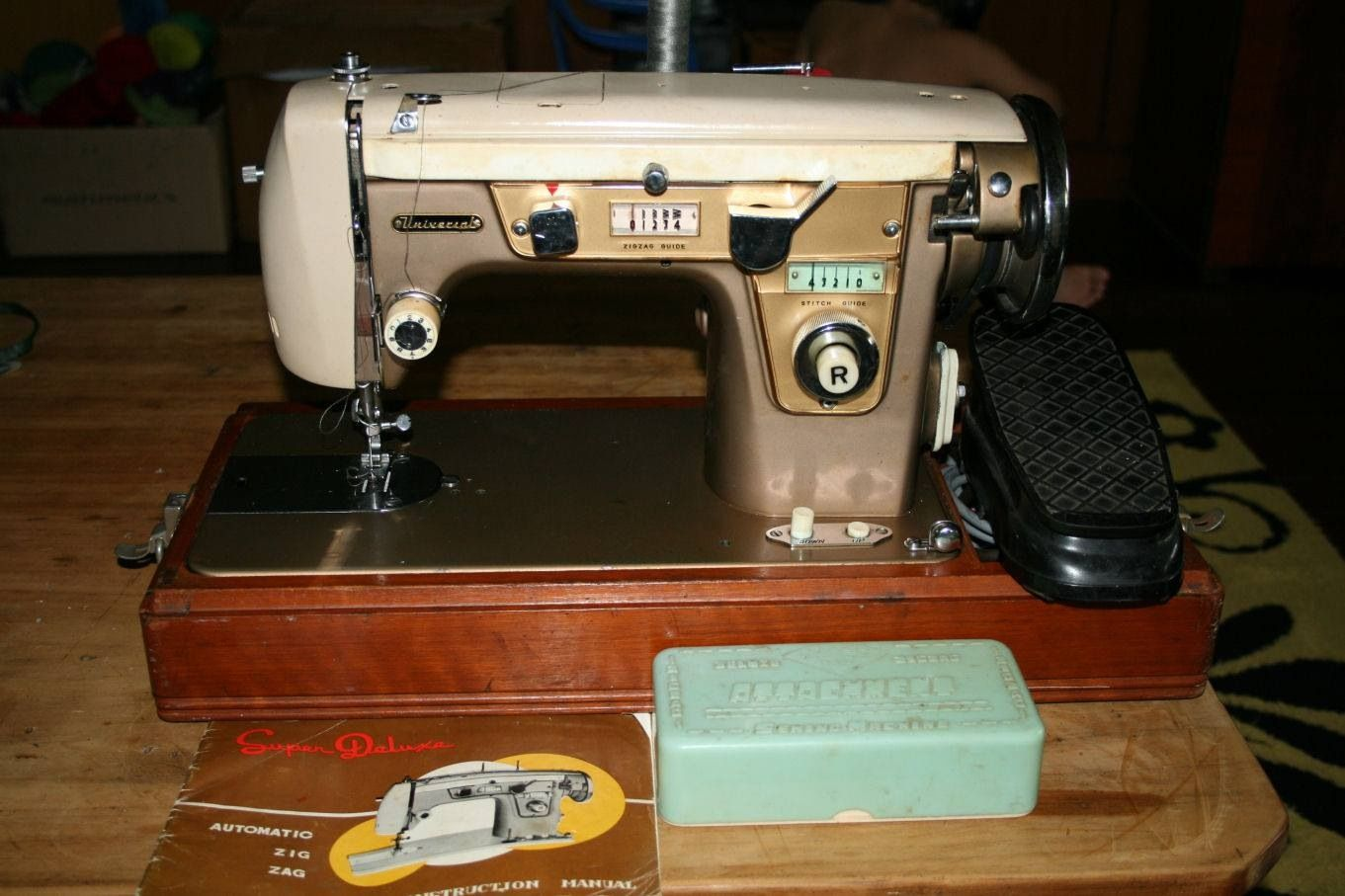 Vintage Universal Super Deluxe Sewing Machine